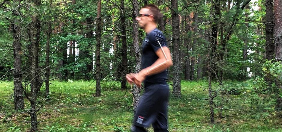 kaip bėgti, rankų padėtis, bėgimo technika